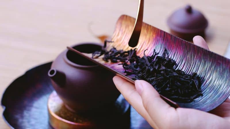 making tea from loose tea leaves