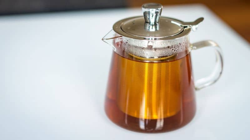 glass teapot with infuser full of brewed tea